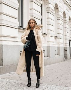 Let's make the last month of 2016 the most stylish of the year! We've rounded up 31 cozy and cool December looks to be inspired by every day of the month. Which look is your favorite? (P.S. many of...