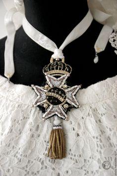 Купить Брошь - кулон. Орден. Корона. Антикварная кисть. - комбинированный, черный, молочный, золотой, подвеска