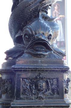 Riesenfisch an den Laternen an der Themse, Southbank, London - Foto: S. Hopp
