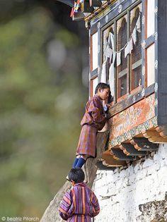 Peeping Tom . Bhutan