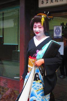 Shigyoshiki in Gion Kobu, 2016. Geiko Satsuki san
