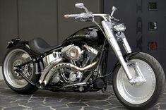 Harley Davidson. Fat Boy Harley Davidson Street Glide, Harley Davidson Motorcycles, Harley Davidson Gifts, Harley Davidson Fatboy, Custom Motorcycles, Custom Bikes, Moto Cafe, Custom Harleys, Harley Bobber