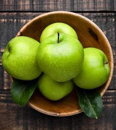 Green Apple provide a source of protein,copper,minerals and a lot of vitamin C and vitamin A. Green Apple Benefits Read more by clicking url Green Apple Benefits, Apple Health Benefits, Juicing Benefits, Vitamin A, Granny Smith, Apple Fruit, Red Apple, Apple Tree, Spirulina