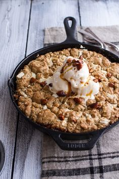 Caramelized Peach & White Chocolate Oatmeal Cookie Pie #recipe #fall #dessert #sweets