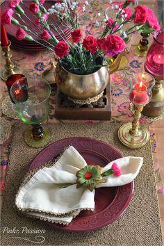Festive table settings, royal table setting, traditional table settings, Valentine Décor, Valentine table settings, Valentine tablescape, Valentines Day décor ideas