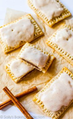 Make Homemade Frosted Brown Sugar Cinnamon Pop-Tarts with this easy back-to-school make-ahead breakfast recipe hack. Köstliche Desserts, Delicious Desserts, Dessert Recipes, Yummy Food, Wedding Desserts, Plated Desserts, Brown Sugar Pop Tarts, Cinnamon Pop Tart, Brown Sugar Cinnamon Poptarts