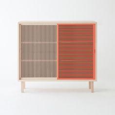 Colonel crée une console en hêtre massif pratique, d'inspiration japonaise. Décoration et mobilier design à Paris.
