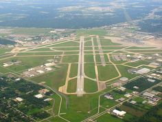 Aerial view of Houston Airport Hobbies For Couples, Cheap Hobbies, Hobbies That Make Money, Rc Hobbies, Houston Airport, Air Traffic Control, Commercial Aircraft, International Airport, Aerial View