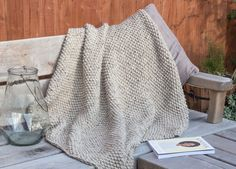 Snug - a seed stitch blanket knitting pattern | Shortrounds