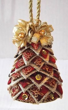 Small Quilted Christmas Tree on Etsy check it out 🎄 Quilted Fabric Ornaments, Quilted Christmas Ornaments, Handmade Christmas Tree, Christmas Sewing, Handmade Ornaments, Christmas Decorations, Christmas Projects, Christmas Quilting, Fun Projects