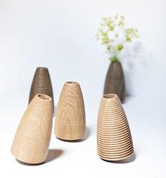 8 Brilliant Cool Tips: Pink Vases Colour old vases painting.Old Vases How To Make large vases glass.Floor Vases With Branches. Wood Vase, Metal Vase, Vase Centerpieces, Vases Decor, Black Vase, Vase Shapes, Vase Fillers, Crystal Vase, Pottery Vase