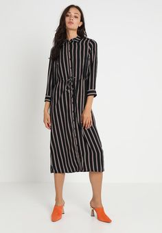 5375d51bd7 Warehouse HONEY STRIPE MIDI SHIRT DRESS - Korte jurk - black tan - Zalando.