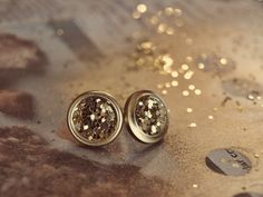 DYI: Gold Button Earrings! There's a giveaway on this blog as well! :)
