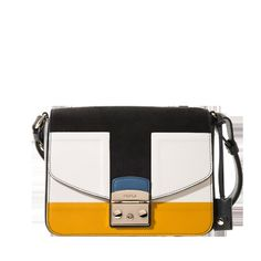 The Metropolis shoulder bag displays a fashion-forward design that's easy to wear. Wear against an ankle-grazing duster and pair with embellished shoes for casual chic. Bag Display, Embellished Shoes, Leather Chain, Furla, Pretty Outfits, Casual Chic, Saddle Bags, Fashion Forward, Crossbody Bag