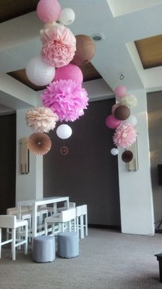 Use tissue paper pom poms (tissue paper or tissue paper) to . Festa Party, Diy Party, Festa Pin Up, Birthday Decorations, Wedding Decorations, Bridal Shower, Baby Shower, Ideas Para Fiestas, Unicorn Party