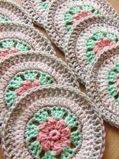 Crochet granny square circle english New Ideas Crochet Circles, Crochet Motifs, Crochet Dishcloths, Crochet Squares, Crochet Granny, Crochet Doilies, Crochet Stitches, Thread Crochet, Love Crochet