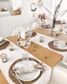 Table decoration in natural tones … like this – Table Ideas Table Set Up, Table Arrangements, Dinning Table, Decoration Table, Home Furnishings, Kitchen Decor, Sweet Home, Table Settings, Bedroom Decor