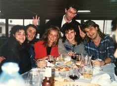 Ay, que esto me encanta. Cuando estudiaba la carrera en Madrid, con mis colegas músicos (yo cantaba o lo intentaba), hacíamos las giras por todas las televisiones nacionales. Aprendí tanto de todos ellos...