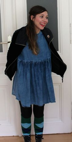 Outfit: Burlington Socks, Knee, Jeans Dress, Vintage Jacket, Long brown hair Vintage Jacket, Dress Vintage, Burlington Socks, Long Brown Hair, Jeans Dress, Beverly Hills, Ruffle Blouse, Jackets, Outfits
