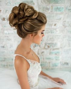 curyly bridal hairstyle updo - charming wedding hairstyles for naturally curly hair. Girls with straight locks,bridal hairstyle,curly bridal hair updos