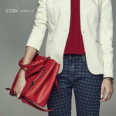 Azul, vermelho e branco! Linda composição da nossa cliente @corioficial, destaque para o jeans com pied-de-poule, super atual!