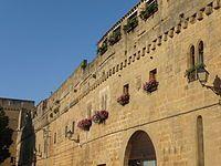 Laguardia: lienzo de muralla con 5 puertas de acceso.