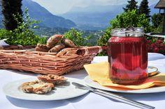 Frühstück: Hauseigenes Brot, Butter und Honig vom Dorfbauern. www.hotel-sonnenhof.com