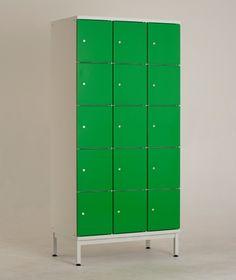 LK5 lokerokaapin vakiovarusteisiin kuuluu Abloy Classic -lukko sekä säätöjalat jalustallisissa lokerokaapeissa. Kaikki kaapit saa myös ilman jalustaa. Jalustattomat lokerokaapit voidaan asentaa SO-sokkelin tai PP-jalustapenkin päälle - myös seinäkiinnitys on mahdollinen lisävarusteena saatavan seinäkiinnityssarjan avulla.  www.punta.fi