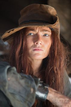 Black Sails ~ Clara Paget as Anne Bonny. Clara Paget, Pirate Woman, Pirate Life, Black Sails Anne Bonny, Black Sails Starz, Billy Bones, Charles Vane, Golden Age Of Piracy, Royal Navy