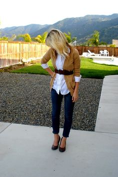 Weekend outfit. Effortless  Jeans, white dress shirt, camel cardigan and large belt at waist