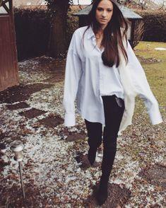 143 отметок «Нравится», 2 комментариев — ..nadja.. (@nad.laa) в Instagram: «Walk. #wintervibes #snow #white #walking #onmyway #myself #girl #oversize #mensshirt #fashion…»