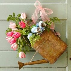 Watering can decor. I need to find a can now!!!