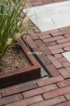 Dutch Gardens, Small Gardens, Outdoor Gardens, Garden Yard Ideas, Garden Planters, Sloped Front Yard, Outdoor Paving, Garden Retaining Wall, Sensory Garden