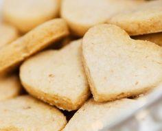 Cómo hacer galletas para diabéticos. Las personas con diabetes deben reducir, en gran medida, el consumo de azúcar en su alimentación diaria a fin de mantenerse saludables. Pero esto, no significa que tengan que renunciar a disfrutar del... Cookie Recipes, Snack Recipes, Snacks, Sin Gluten, Stevia, Sugar Cookies, Sweet Recipes, Sugar Free, Bakery