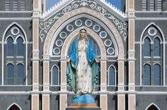 L'Assomption fête la vie et la gloire de la Sainte Vierge.