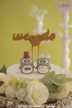 bride and groom Owls wedding cake topper by kikuike on Etsy #cakedecor #weddingdetails #claydoll #glitter