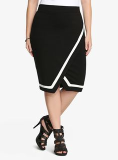 Push the envelope with this midi skirt from Torrid. The black and white colorblock design is perfectly on-trend. #editorspick #fall #skirt