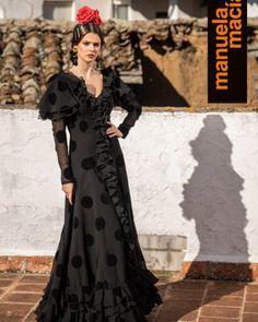 Colección 2019 Manuela Macías Moda Flamenca Flamenco Costume, Flamenco Skirt, Vestidos Retro, Belly Dancers, Retro Dress, Dress Patterns, Designer Dresses, Costumes, Boho