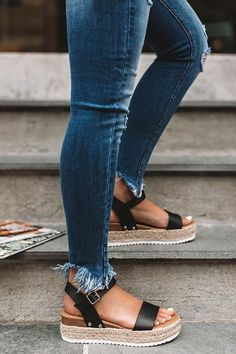 Casual summer fashion sandals outfits chic. Street styles ootd ideas. Women's espadrilles shoes. #summerstyle #summerfashion