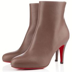 Alles was Sie brauchen ist Liebe und Christian Louboutin Bello Stiefeletten Taupe CVF! Bootie Boots, Shoe Boots, Ankle Boots, Fashion Heels, Fashion Boots, Fashion Outfits, Womens Fashion, Cheap Christian Louboutin, Red Bottom Shoes
