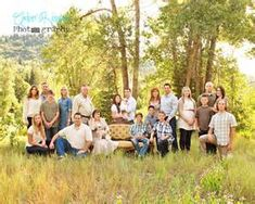 awesome family posing for a large group Utah Photography: Aspen Grove Utah: Large Family Photography Large Group Photos, Large Family Pictures, Large Family Portraits, Extended Family Photos, Large Family Poses, Family Portrait Poses, Family Picture Poses, Family Picture Outfits, Family Photo Sessions