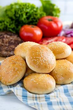 Homemade Hamburger Buns are easy to make and will take your burgers over the top! Feel like you are eating at a gourmet burger bar with homemade buns, and they are freeze-able too! Homemade Burger Buns, Homemade Hamburgers, Hamburger Bun Recipe, Hamburger Buns, Gourmet Burgers, Burger Bar, Solo Pizza, Catering Food Displays, Bread Bun