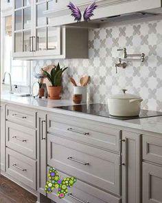 Mutfak Tadilatı ve Mutfak Yenileme Fikirleri   Evde Mimar Mutfak Tadilatı ve Mutfak Yenileme Fikirleri   Evde Mimar<br> Evinizi güzelleştirmek için mutfak tadilatı ve mutfak yenileme fikirleri sunacağımız içeriğimizde sizler için önemli bilgiler ve eşsiz örnekler sunmaya çalıştık. Burada mutfak tadilatı ile ilgili merak ettiklerinizi bulabilirsiniz. Grey Kitchen Cabinets, Kitchen Redo, Home Decor Kitchen, Kitchen Styling, Interior Design Kitchen, Kitchen And Bath, Kitchen Ideas, Kitchen Backsplash, Kitchen Modern