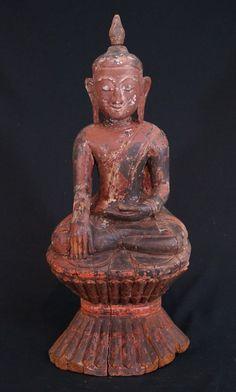16-17th century Burmese Buddha Material: Wood 72,5 cm high 31 cm wide Ava style Bhumisparsha Mudra 16-17th century Traces of gold are found on the Buddha Originating from Burma