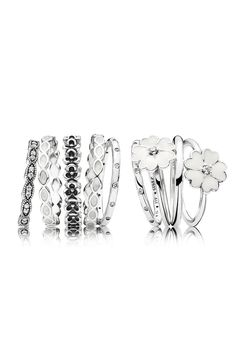 White and floral rings are perfect to complete your summer outfit. #PANDORA #PANDORAring