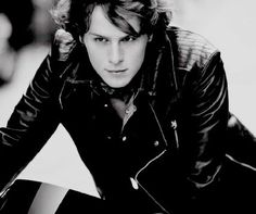 Jonathan Groff  Ok I know he's gay but a girl can dream