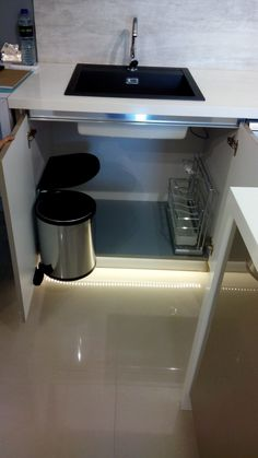 Under sink dustbin with lid fixed top
