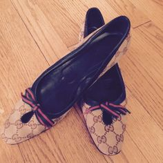 Authentic Gucci Flats Authentic Gucci signature flats it's green and red bow detail. Have been worn with love still very good condition. Gucci Shoes Flats & Loafers