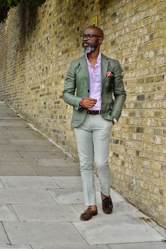 Casual Shoes Summer Ideas For Men That Looks Cool 16 Mens Fashion Wear, Suit Fashion, Fashion Outfits, Cheap Fashion, Fashion Boots, Womens Fashion, Men's Business Outfits, Business Casual Outfits, Casual Cocktail Attire